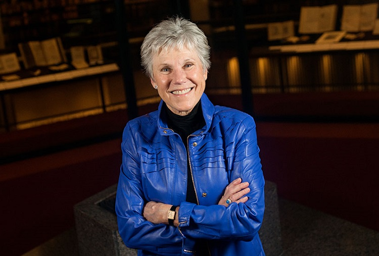 'Canada's sweetheart' Anne Murray donates archives to U of T