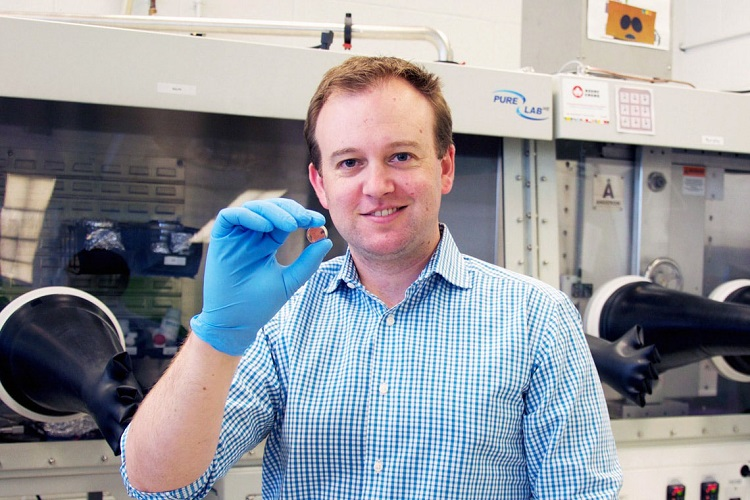 McLean Award given to professor developing eco-friendly batteries