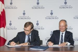 City of Toronto manager Peter Wallace, who is a U of T alumnus, and U of T President Meric Gertler sign the Memorandum of Understanding between the University and the City of Toronto. Photo by Laura Pedersen